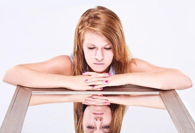 Mentalidades que conducen a una baja confianza en ti mismo y cómo cambiarlas